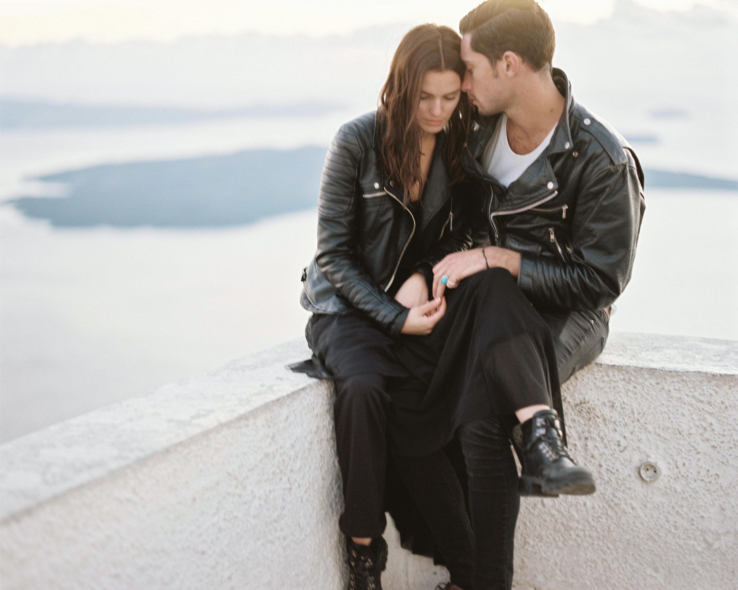 celinehamelin-photographe-couple-argentique-loversession-grece-santorin-argentique-filmphotography-greece23.jpg
