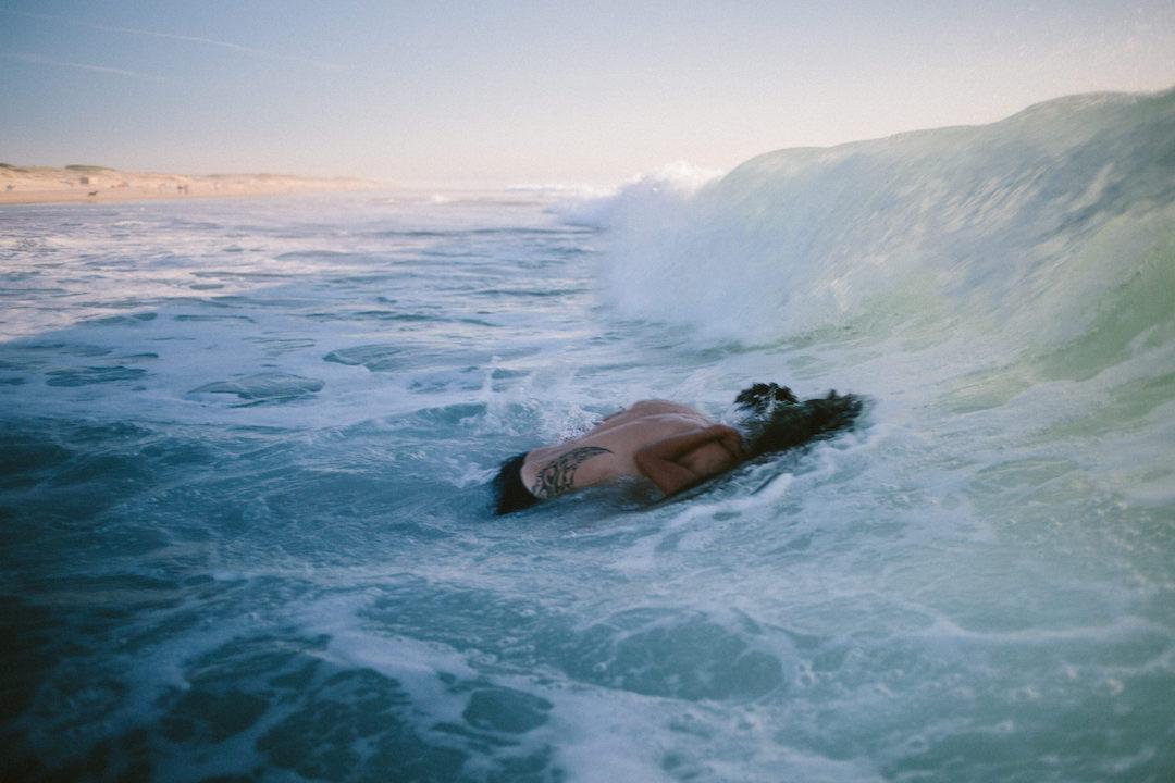 celinehamelin-photographe-aquatique-underwater-session-social-coupledansleau-ocean1.jpg