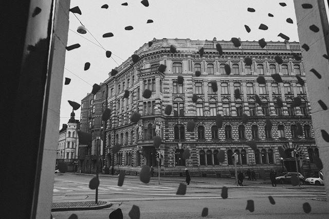 Grey day, don't care🌫️ Meiltä löytyy n. 200 erilaista elämystä piristämään harmaata päivää!🍺 #bierbierhelsinki