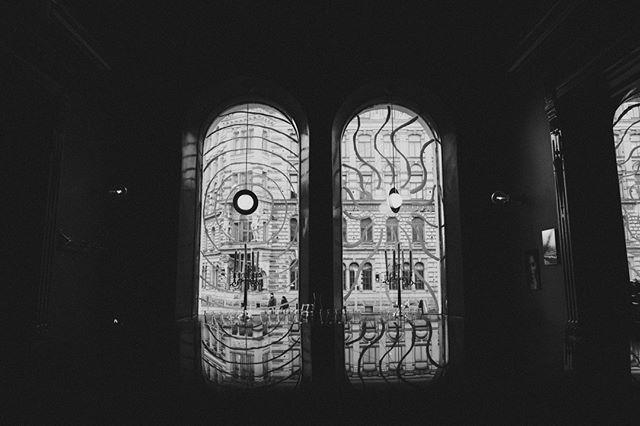 🌧️⚡🌧️⚡🌧️ Rakas kesä, minne katosit? 🍺: #bierbierhelsinki #kesähesa #sadepäivä #myhelsinki #olutravintola #olutta #restaurantinterior #🌧️#rainyday