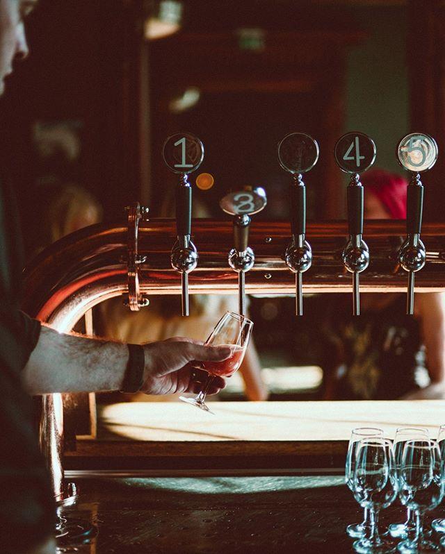 Koskaan et tiedä mitä oluita meidän hanasta löytyy! Paitsi, jos käyt kurkkaamassa päivän valikoiman sekä tulevat hanaoluet ennakkoon sivuiltamme✌️ #bierbierhelsinki