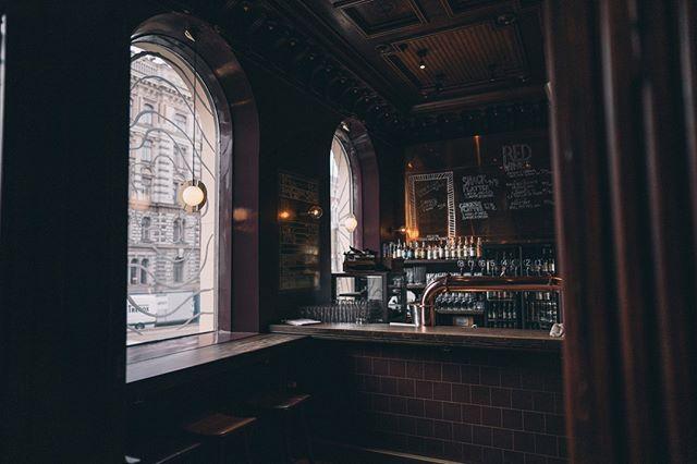 Tiesitkö, että avaamme perjantaisin ja lauantaisin jo klo 14?🔥 Koska meistä sivistynyt oluenjuonti menee loppuillan rötväilyn edelle✌️ #bierbierhelsinki