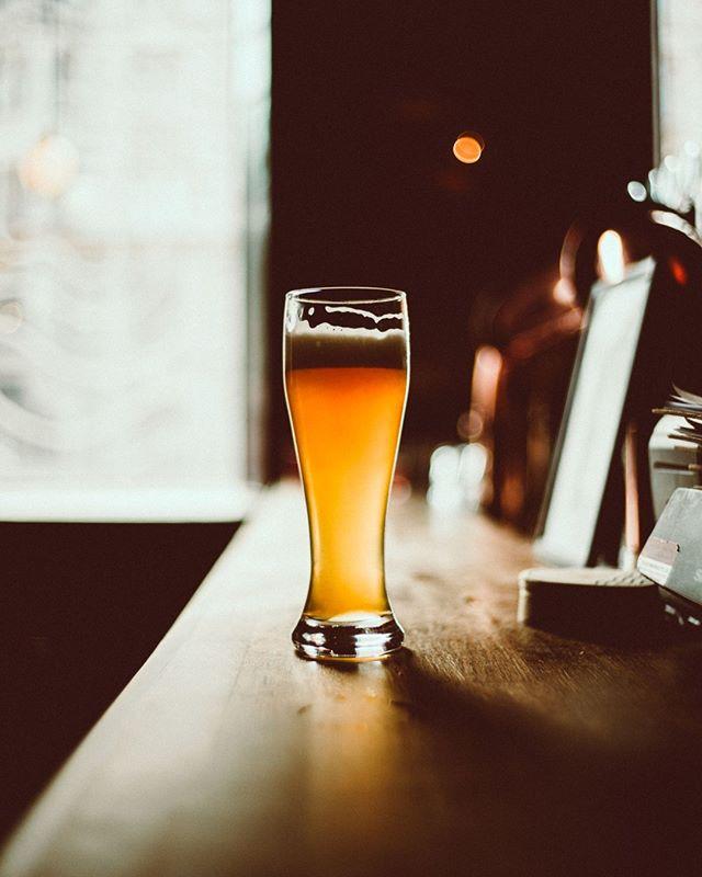 Arvaa mikä olut lasista löytyy?🍺 3. pisteen vihje: 🇧🇪 2. pisteen vihje: 🌾  1. pisteen vihje: sitä saa tällä hetkellä meidän hanasta✌️ Kurkkaa vaihtoehdot sivuiltamme kohdasta valikoima😘 #bierbierhelsinki