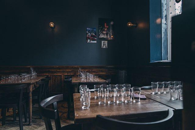 Kiinnostaisko oluttasting Bier-Bierin tyylikkäässä miljöössä? Järjestämme tastingeja niin pienille kuin suuremmillekin ryhmille!  Oli suunnitelmissasi pikkujoulut, polttarit, synttärit tai miksei tavallinen arki-ilta, niin autamme mielellämme suunnittelemaan teille sopivan settingin🍻 Ole rohkeasti yhteydessä olutasiantuntijoihimme: bier@bier-bier.fi  #bierbierhelsinki