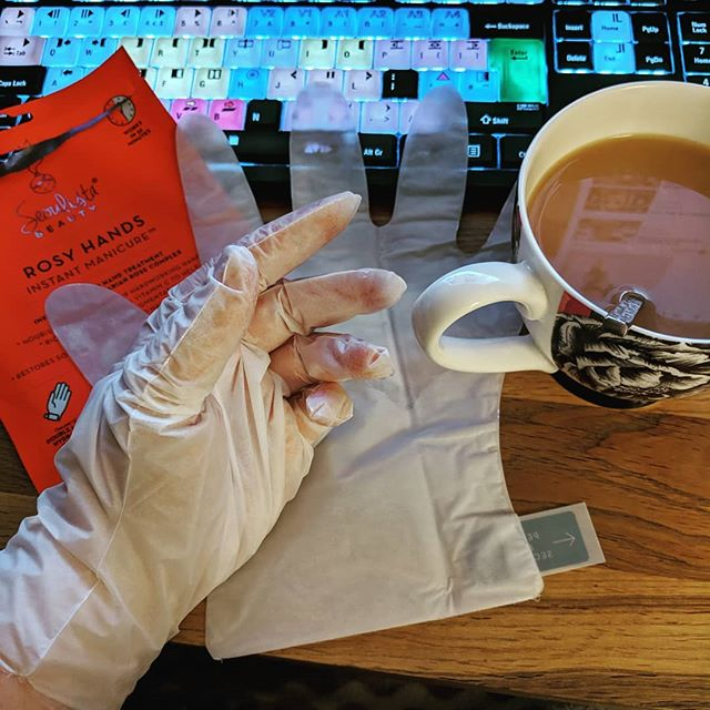 Trying some tea-LC for my hands, they're in bits after the marathon of work last week which included a lot of cleaning dishes which my skin hates! (No, there's not actually any tea in these gloves, I just saw a moment for a terrible play on words. Actually, these things smell awful. Hate rose scented things!) Anyone have tips for getting cracked & dry hands back to normal? Minus the rose?