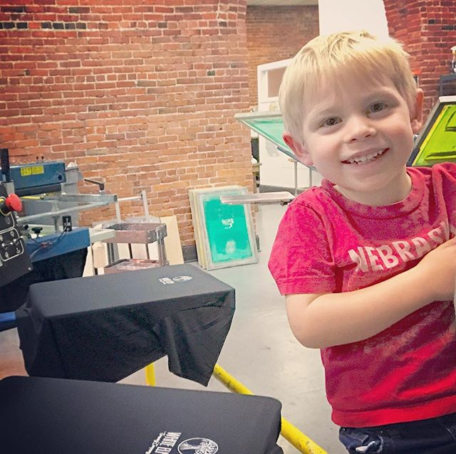 Future screen printer in the 🏠. #screenprinting #customtees #toddlerinthehouse #workvisit #mylnk