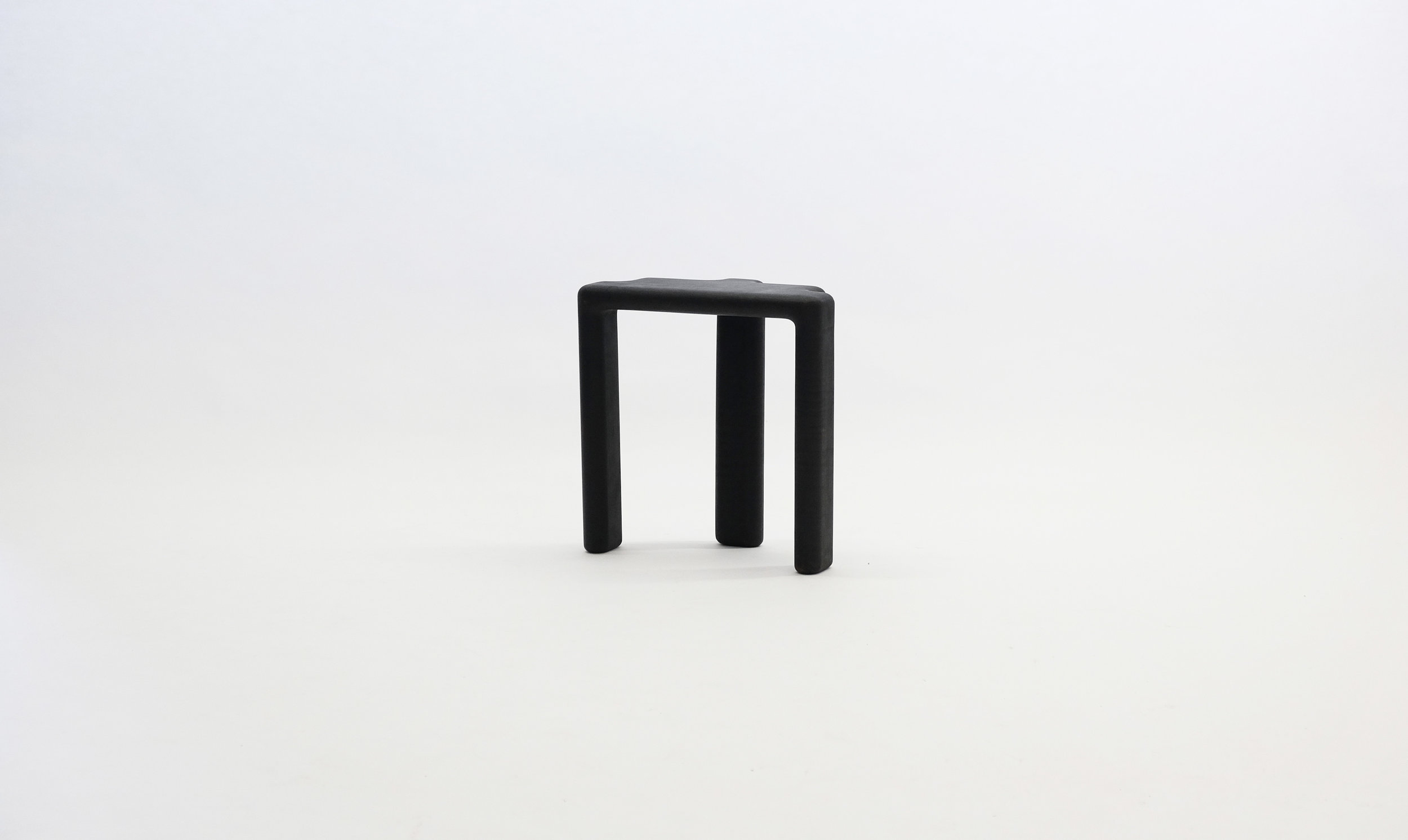 stool_bone_06c_black_loicbard.jpg