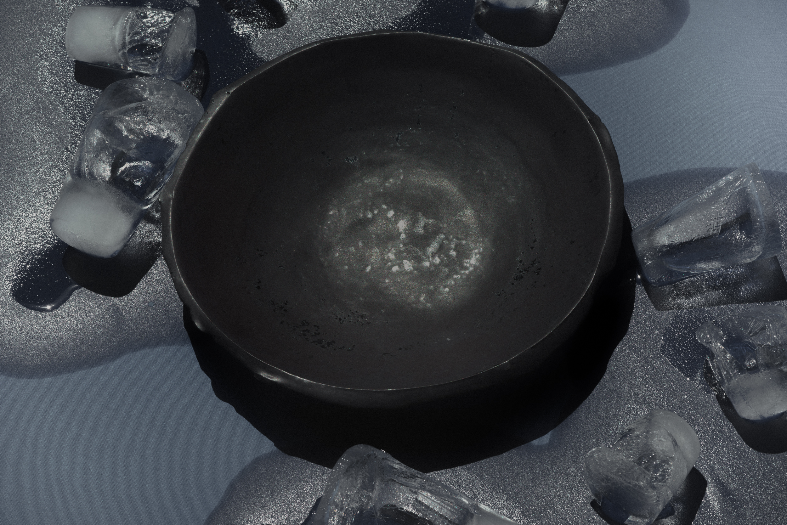 ice_cubes_bowl_talbletop_blue_2500px_srgb_72dpi (2).jpg