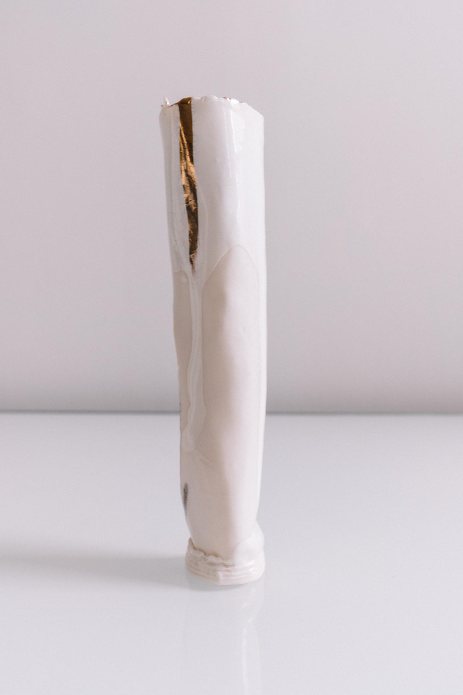 white vase 8 1.jpg