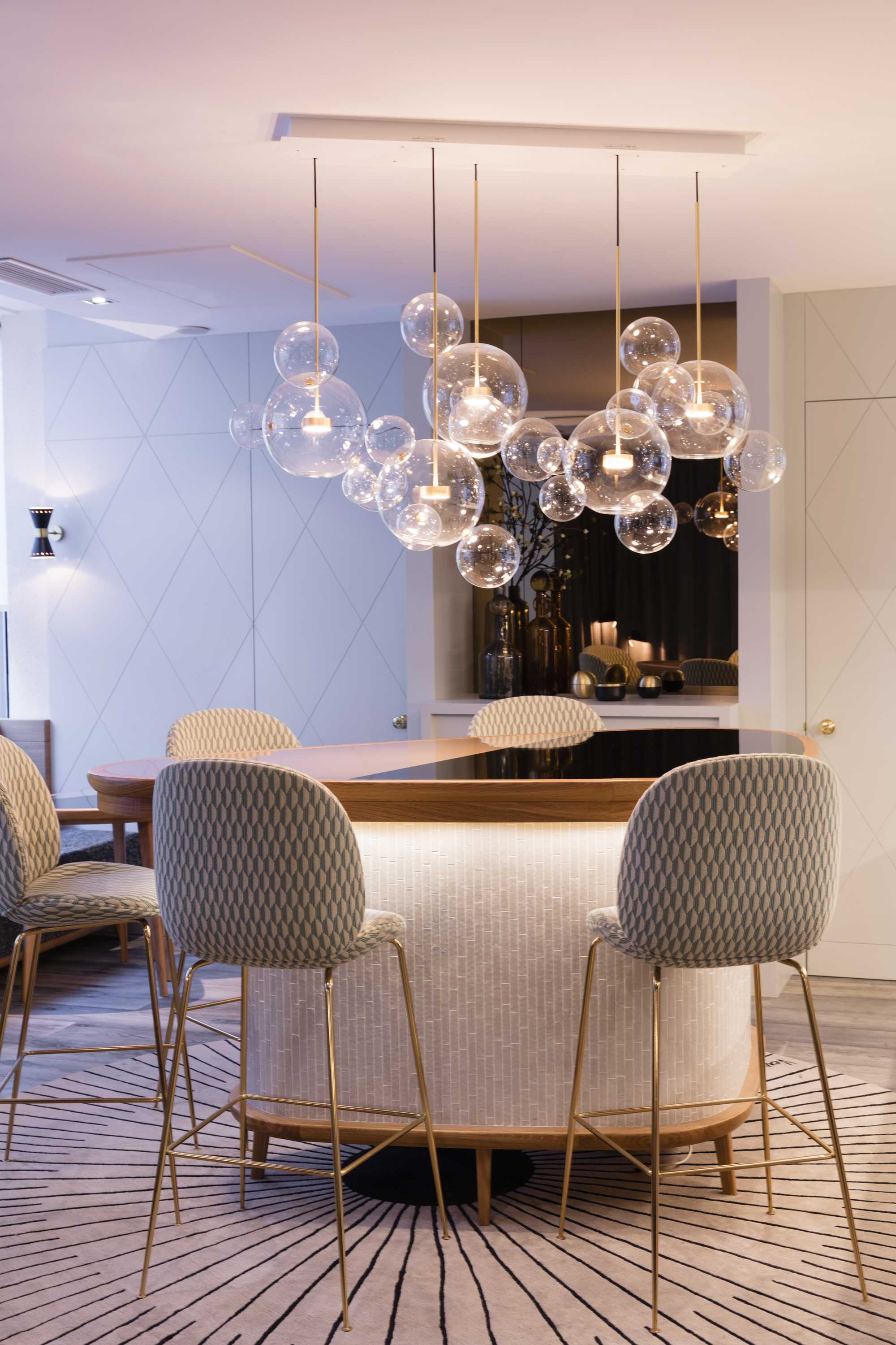 Giopato_Coombes_Bolle_Zigzag_Chandelier_24_Bubbles_Set_Ph_ArnaudFevrier.jpg