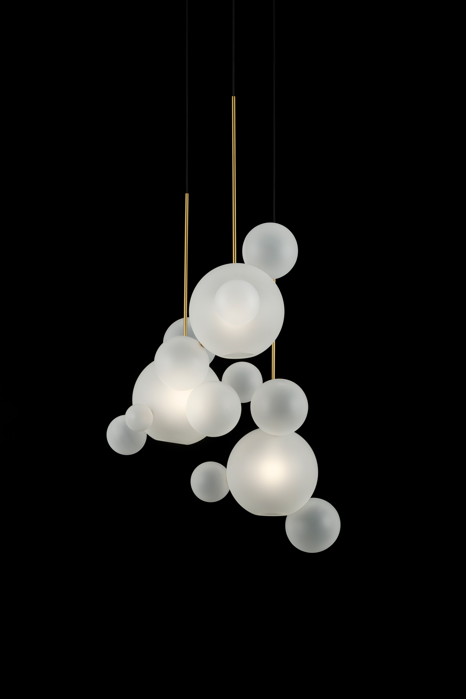 Giopato_Coombes_Bolle_Frosted_Circular_Chandelier_14_Bubbles_Ph_FedericoVilla.jpg