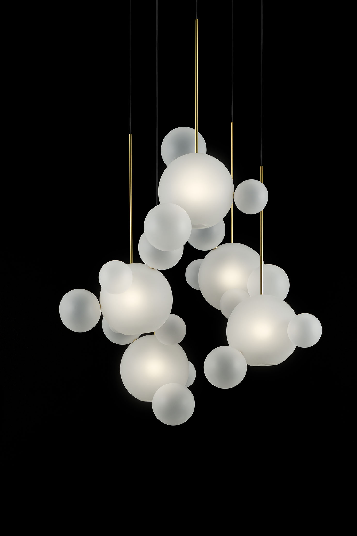 Giopato_Coombes_Bolle_Frosted_Circular_Chandelier_24_Bubbles_Ph_FedericoVilla.jpg