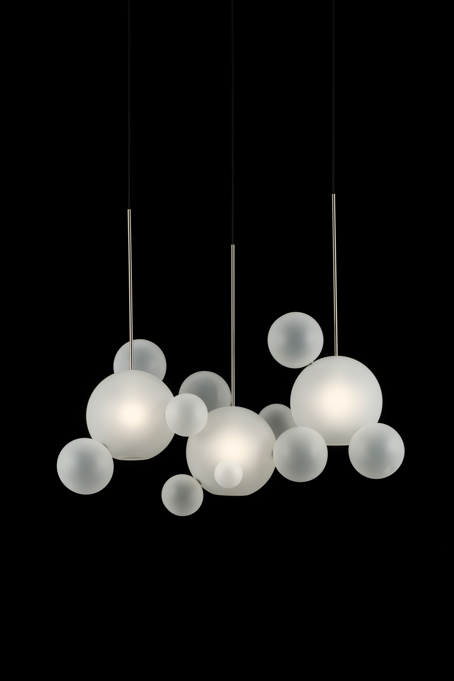Giopato_Coombes_Bolle_Frosted_Linear_Chandelier_14_Bubbles_Ph_FedericoVilla.jpg