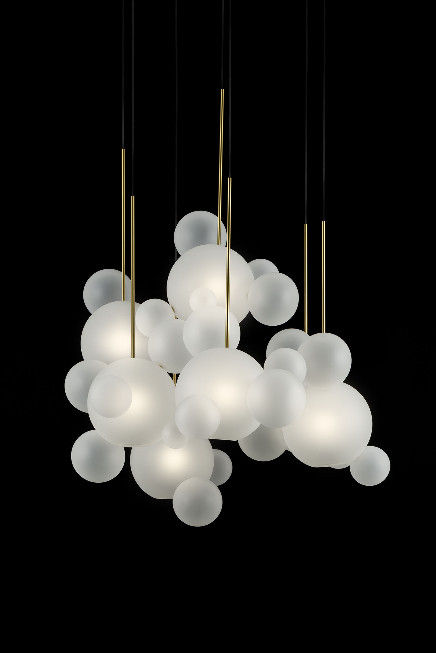 Giopato_Coombes_Bolle_Frosted_Circular_Chandelier_34_Bubbles_Ph_FedericoVilla.jpg