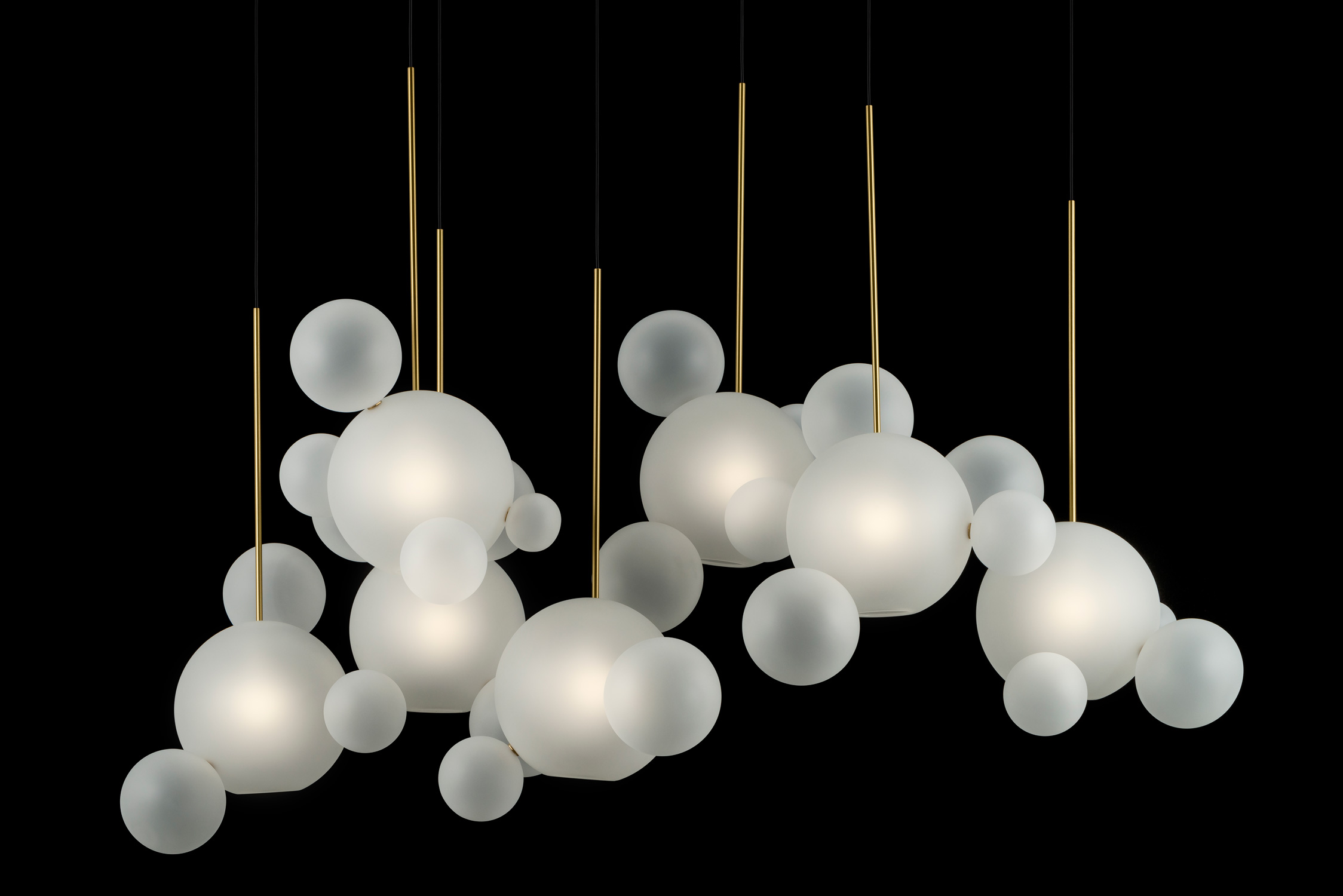 Giopato_Coombes_Bolle_Frosted_Zigzag_Chandelier_34_Bubbles_Ph_FedericoVilla.jpg