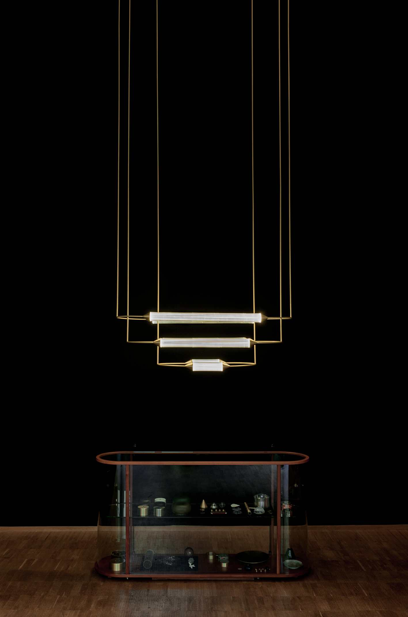 Giopato_Coombes_Cirque_Chandelier_2_Medium_2_Set_Ph_NathalieKrag.jpg