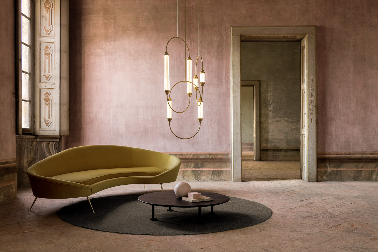 Giopato_coombes_Ph_Nathalie_Krag_2019_Cirque-Chandelier-42_low.jpg
