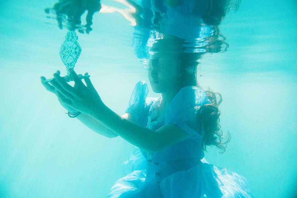 006-15anos-andressa-festade15anos-alice-nopaisdasmaravilhas-guswanderley-ensaio-aquatico-fotos-aquaticas.jpg