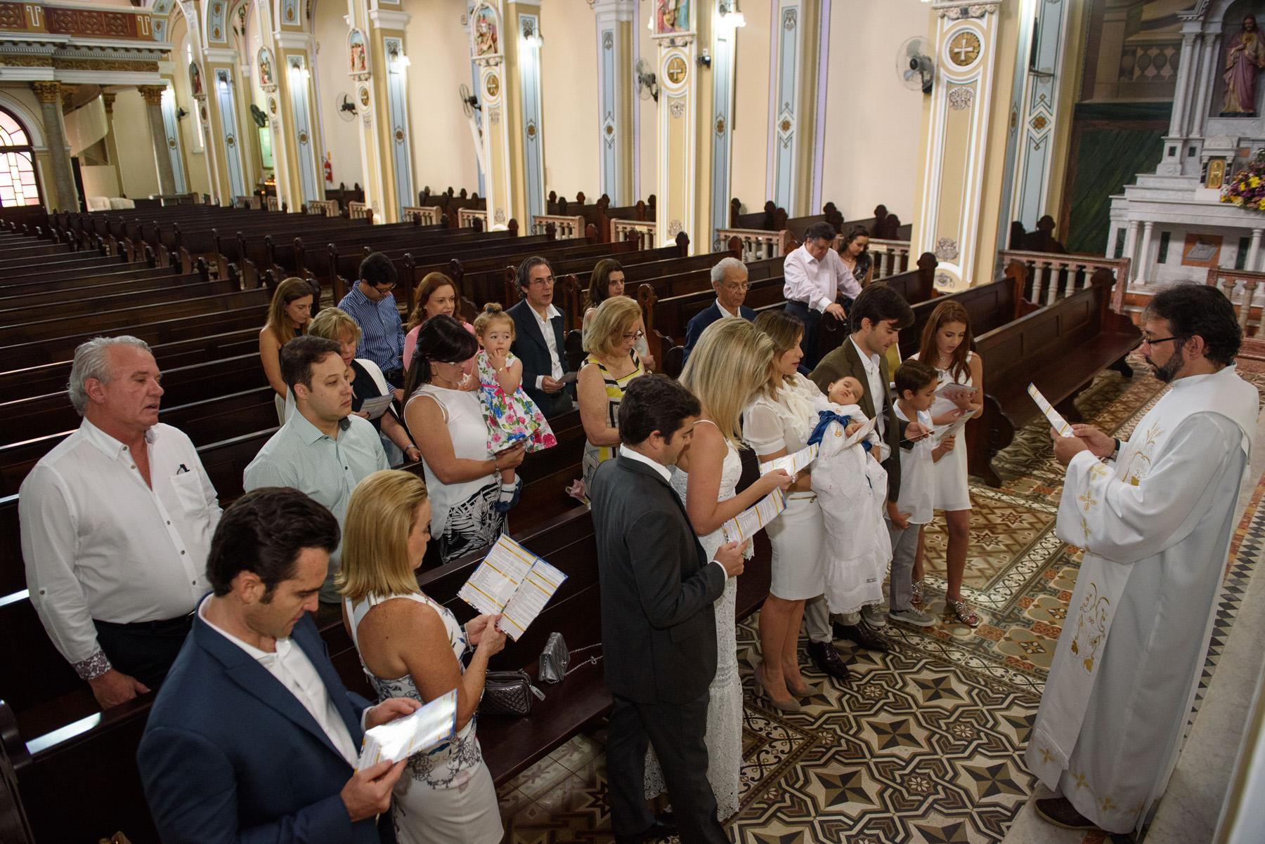 04-batizado-catolico-curitiba-fotografo-infantil-especializado-criancas.jpg