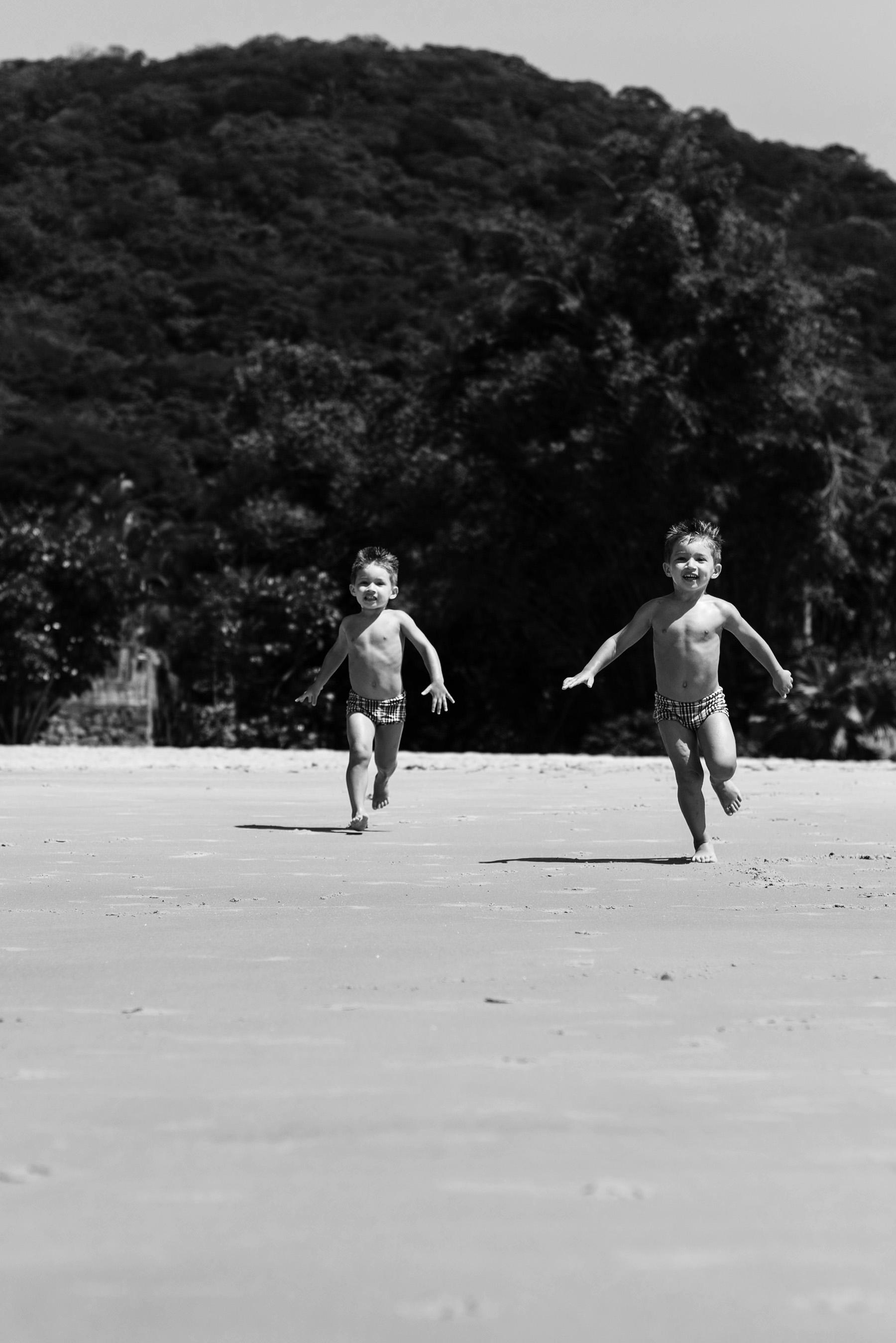 01-ensaio-familia-praia-caioba-parana-fotografo-criancas-guswanderley.jpg