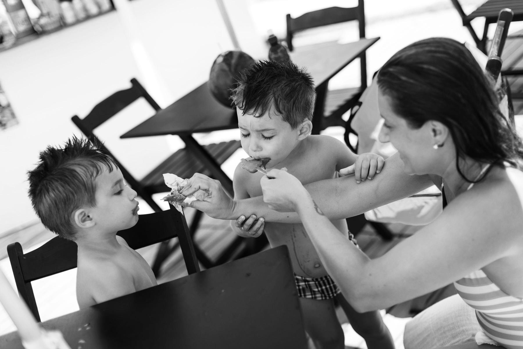 12-ensaio-familia-praia-caioba-parana-fotografo-criancas-guswanderley.jpg