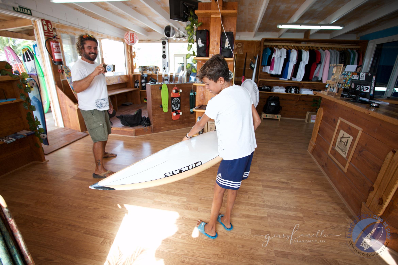 Fuertetribu_dreamcatcher_yeray_tabla_regalo_surf_kidsIMG_2989.jpg