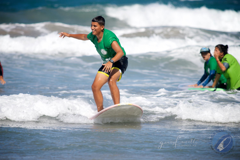 Fuertetribu_surfadaptado_adaptivesurfing_surf_kidsIMG_3350.jpg