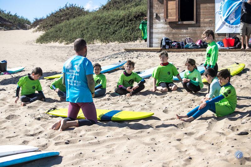 1Fuertetribu_summerschool_surfcamp_surf_kids_fuerteventura_esculeaverano_giusy_fanelli_photographer_dragonfly_pix-6312.jpg