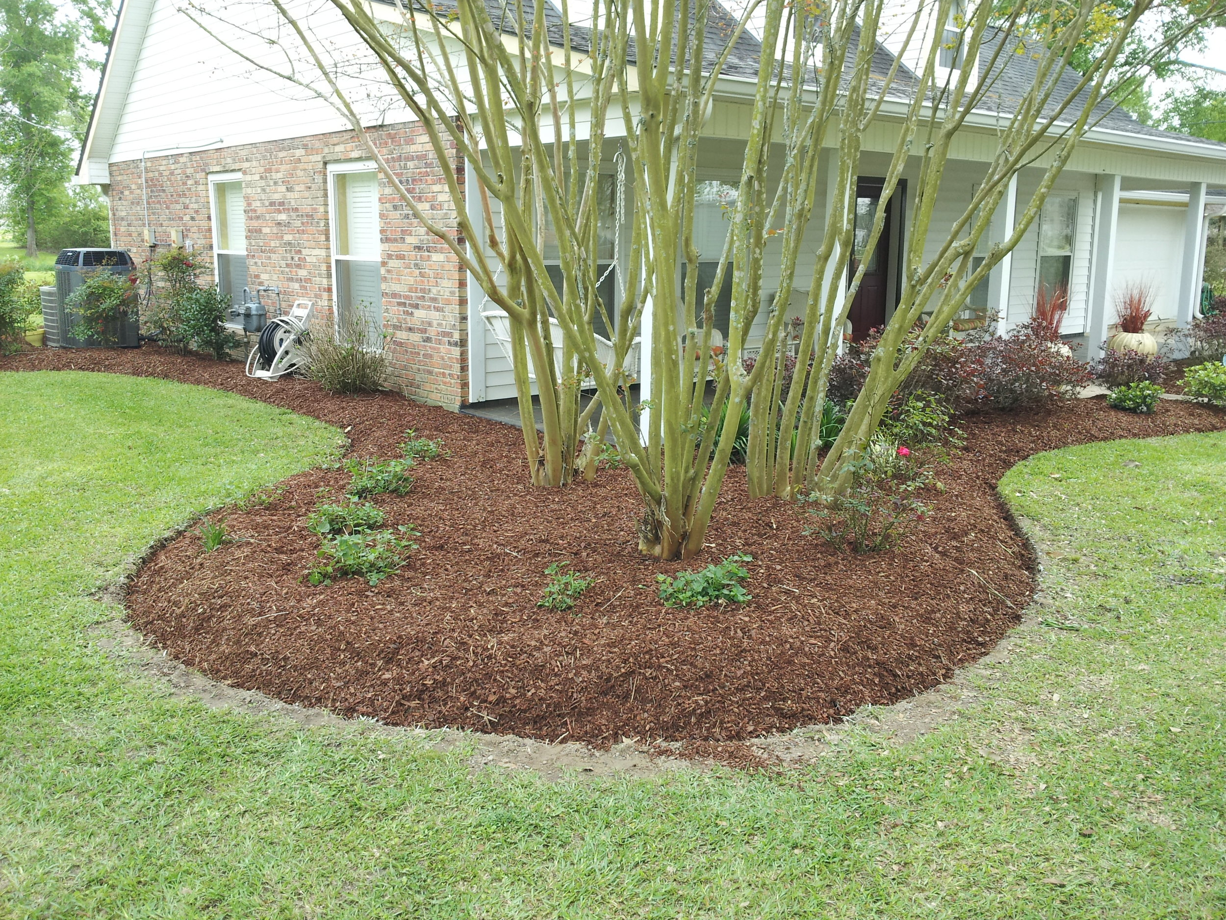 Flowerbed And Weed Maintenance Lawn Care Mulch Pruning