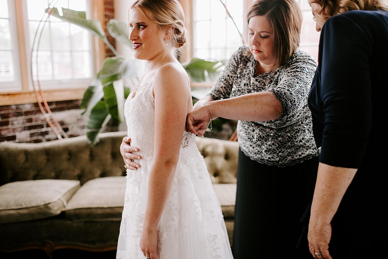Rachel and Elliot Tinker House Wedding Indianapolis Indiana Emily Elyse Wehner Photography LLC37.jpg