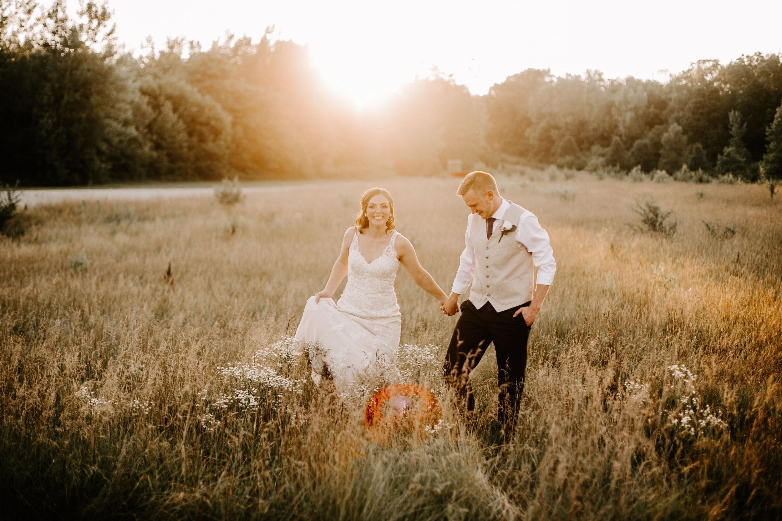 Payton_and_Austin_Avon_Indiana_Wedding_Emliy_Elyse_Wehner_Photogrpahy-830.jpg