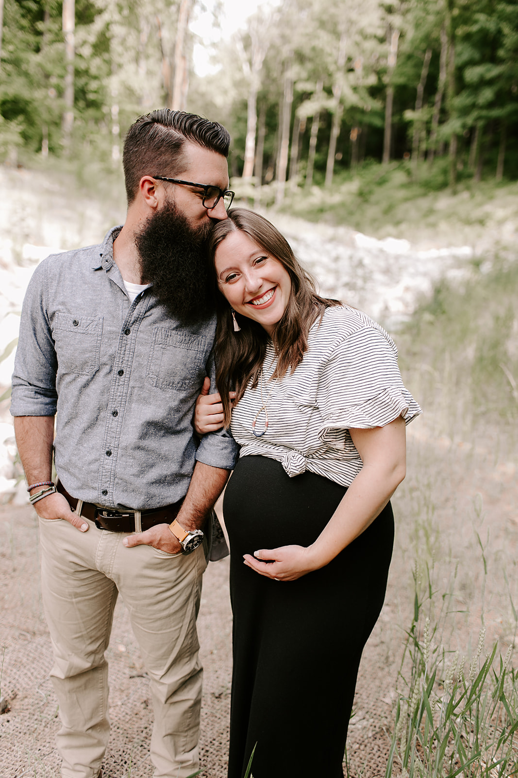 Outdoor maternity session in Indianapolis, Indiana | Photography by Emily Elyse Wehner