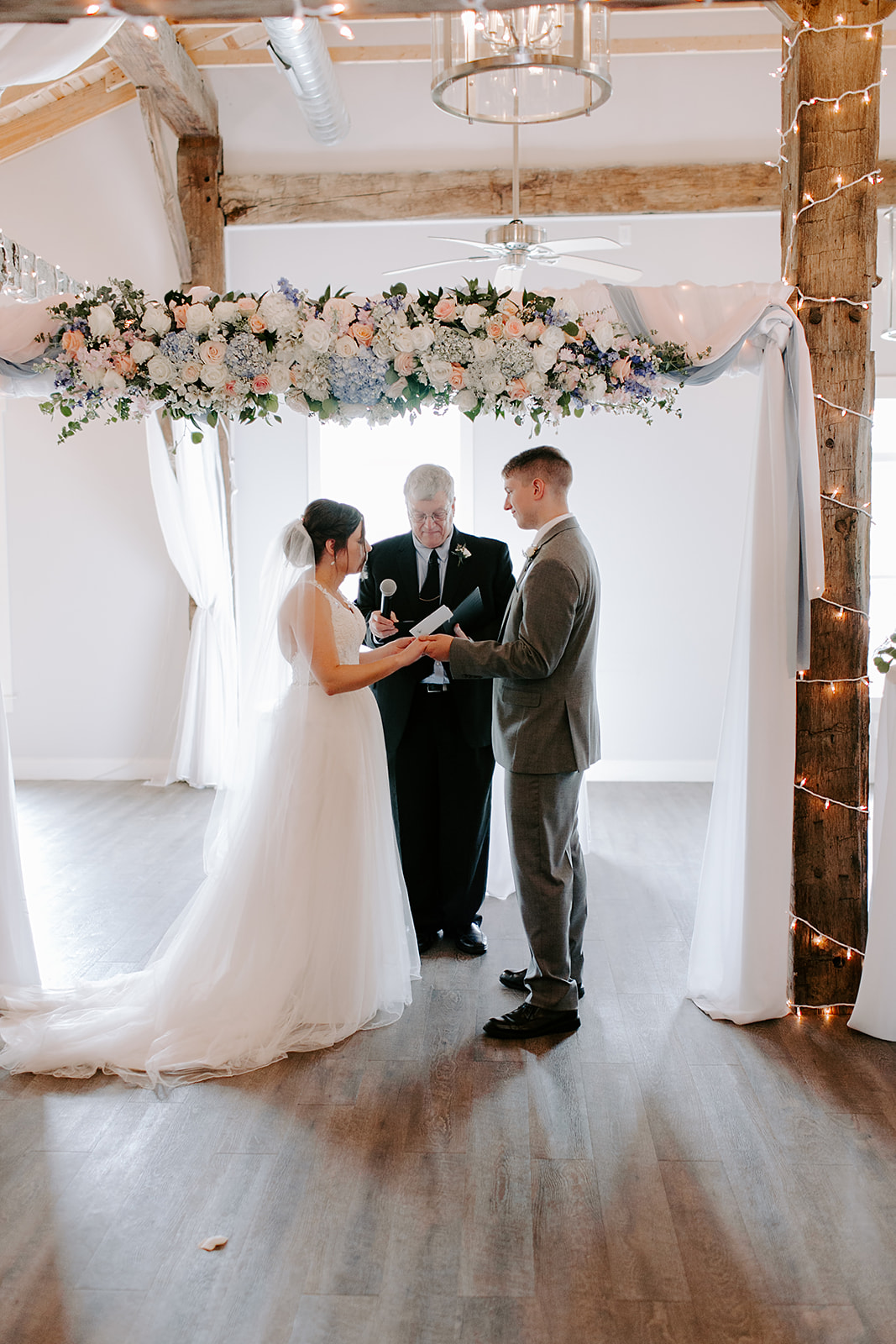 Kendra_and_Mattew_Indiana_Wedding_by_Emily_Wehner-560.jpg