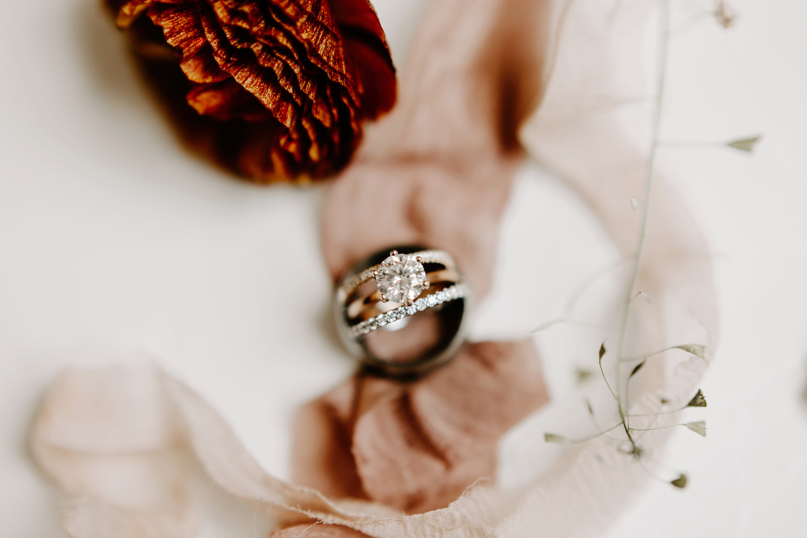 Wedding details inspiration including paper good and invites, wedding rings, wedding notes and jewellery | Photography by Emily Elyse Wehner, indiana based wedding photographer