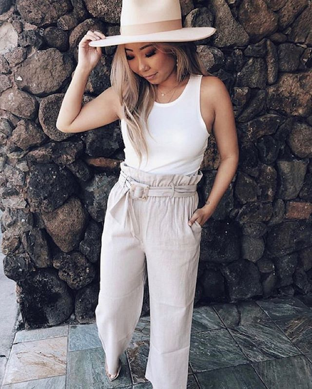The Tate pant from our new linen collection 😍. @mikinola has a few left in sand and black + we just restocked a few colors online.