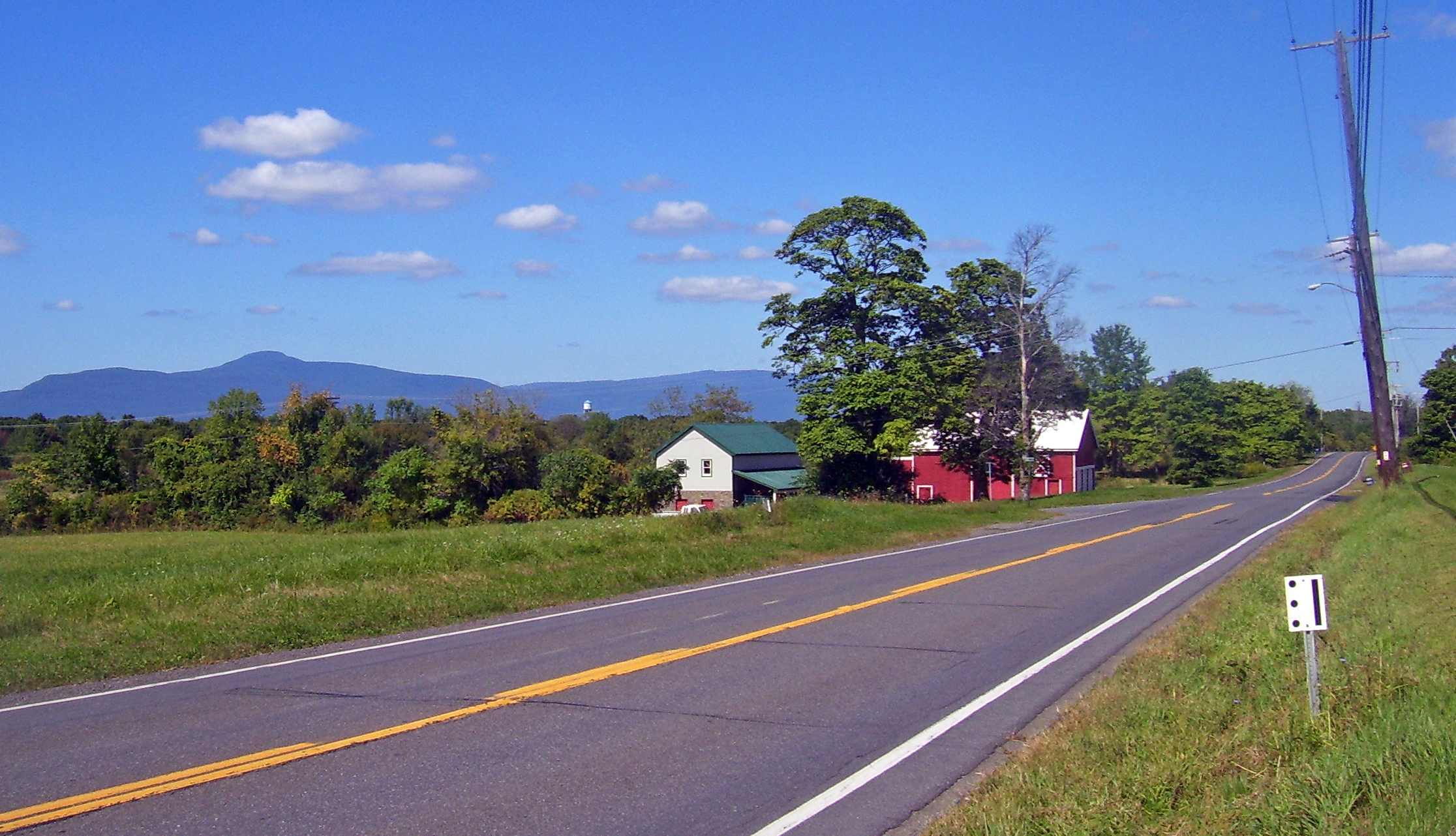 NY_9G_Catskills_view_in_northern_Dutchess_County.jpg