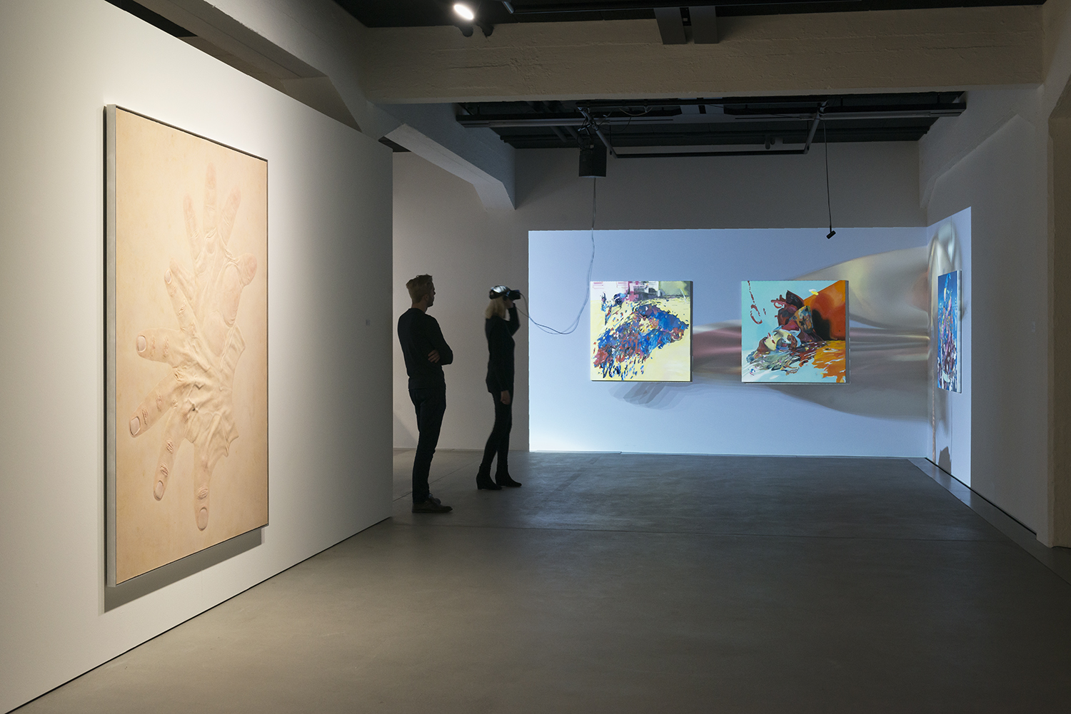 Exhibition view THE UNFRAMED WORLD at HeK Basel, artworks: Mélodie Mousset, Pattern For Hysterical Change, 2017 // Rachel Rossin, Just A Nose, 2016 / Photo by Franz Wamhof