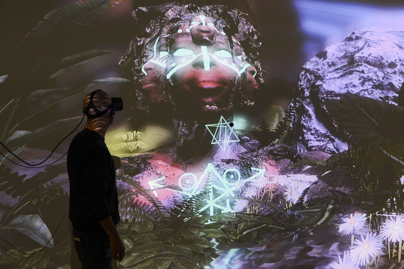 Exhibition view THE UNFRAMED WORLD at HeK Basel, artwork: Alfredo Salazar-Caro, Portrait of Elizabeth Mputu, 2016 (VR experience) / Photo by Franz Wamhof