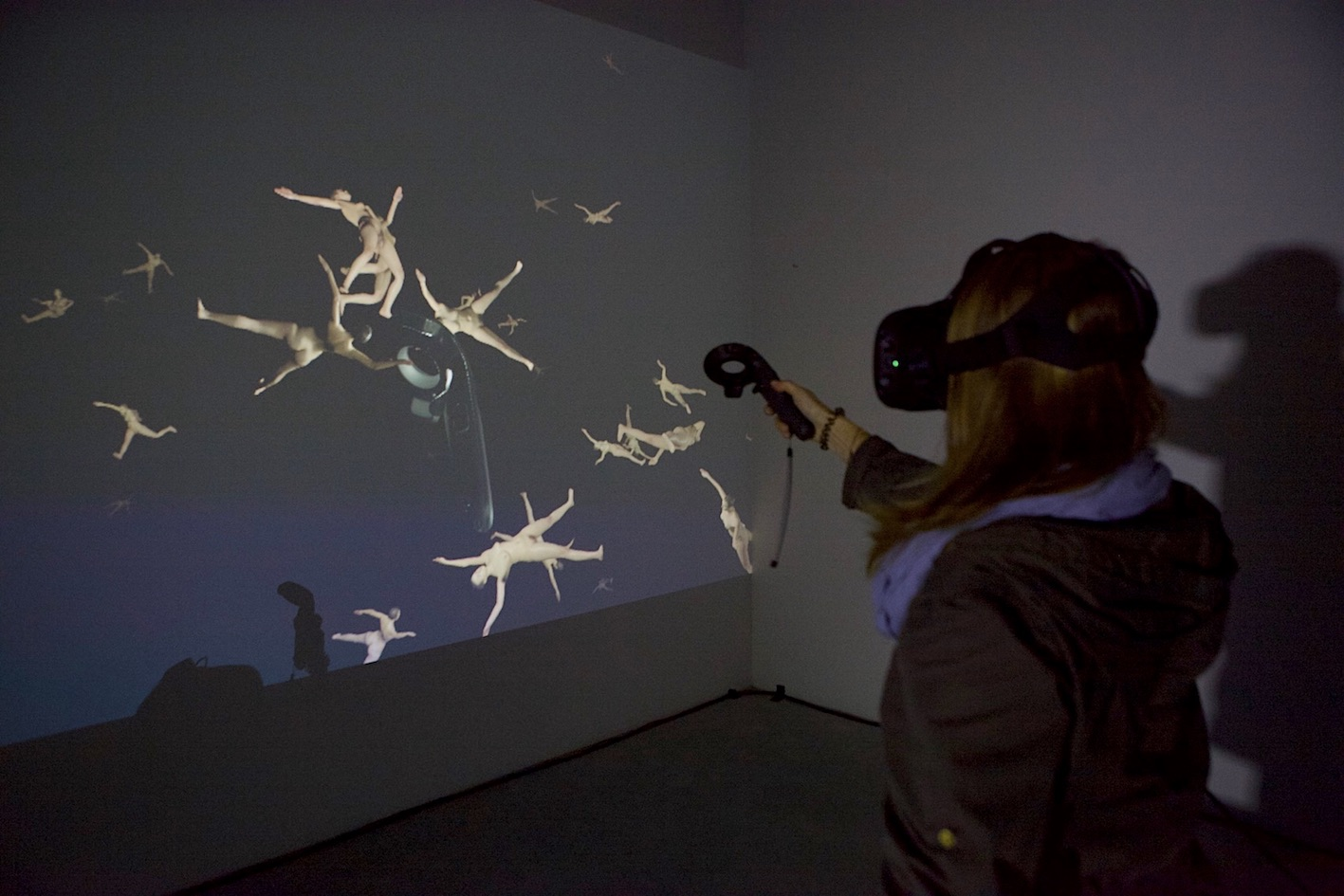 Exhibition view UNCANNY CONDITIONS, VR installation by Martina Menegon, plug your nose and try to hum / photo by Andreas Brauner, Bluesbrother.de, 2017