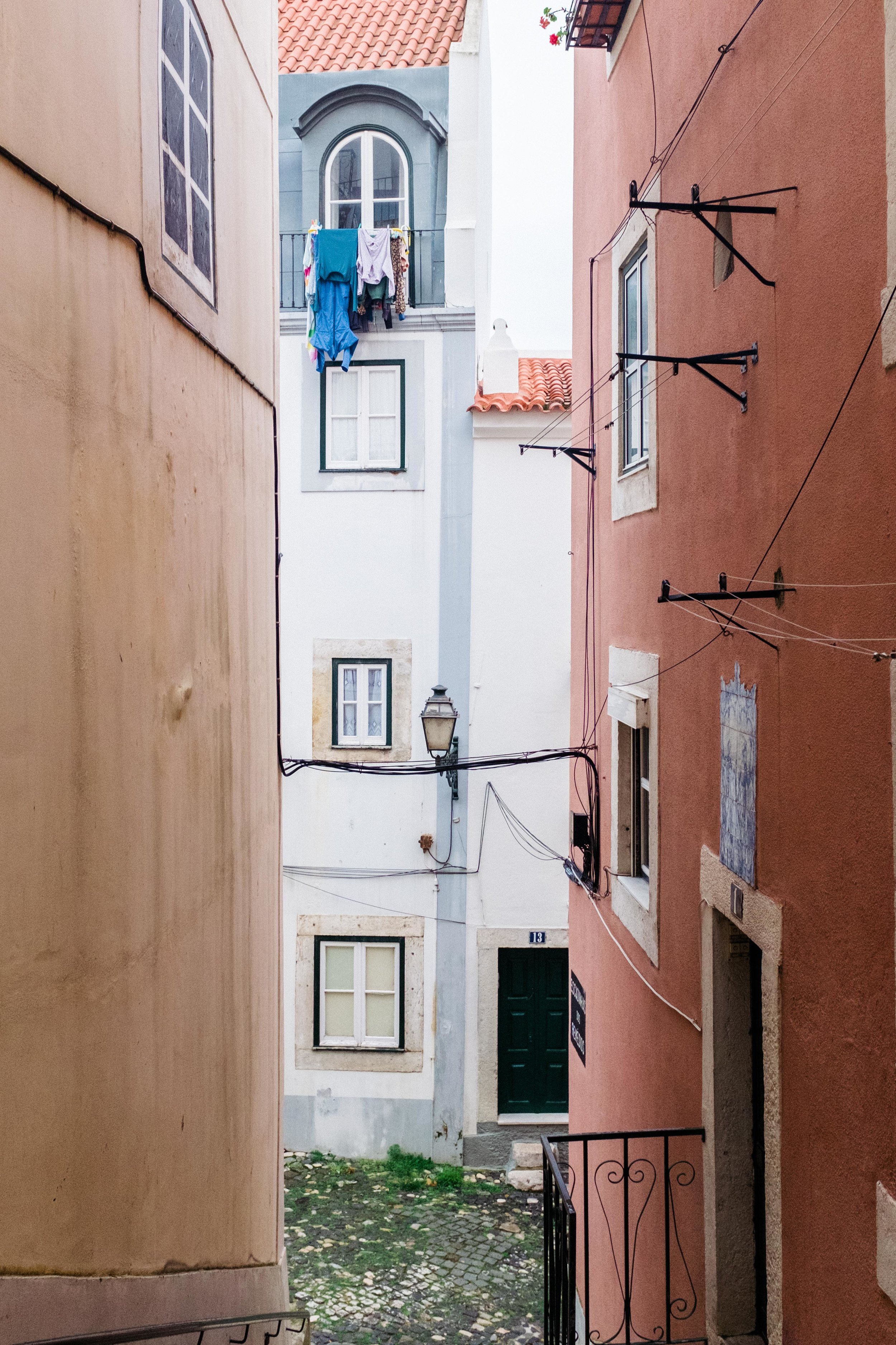 lisbon-portugal-alleyway-laundry-hanging