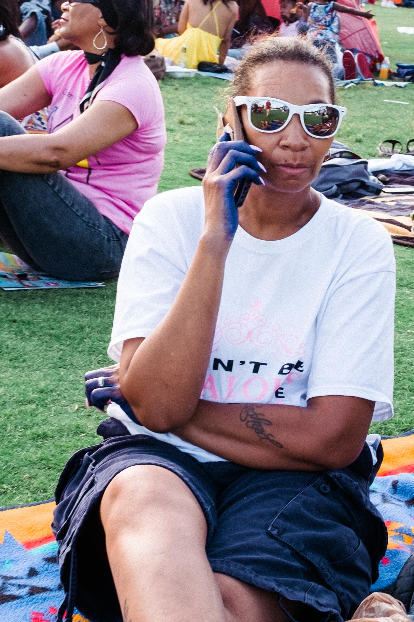 atlanta-jazz-festival-woman-on-phone