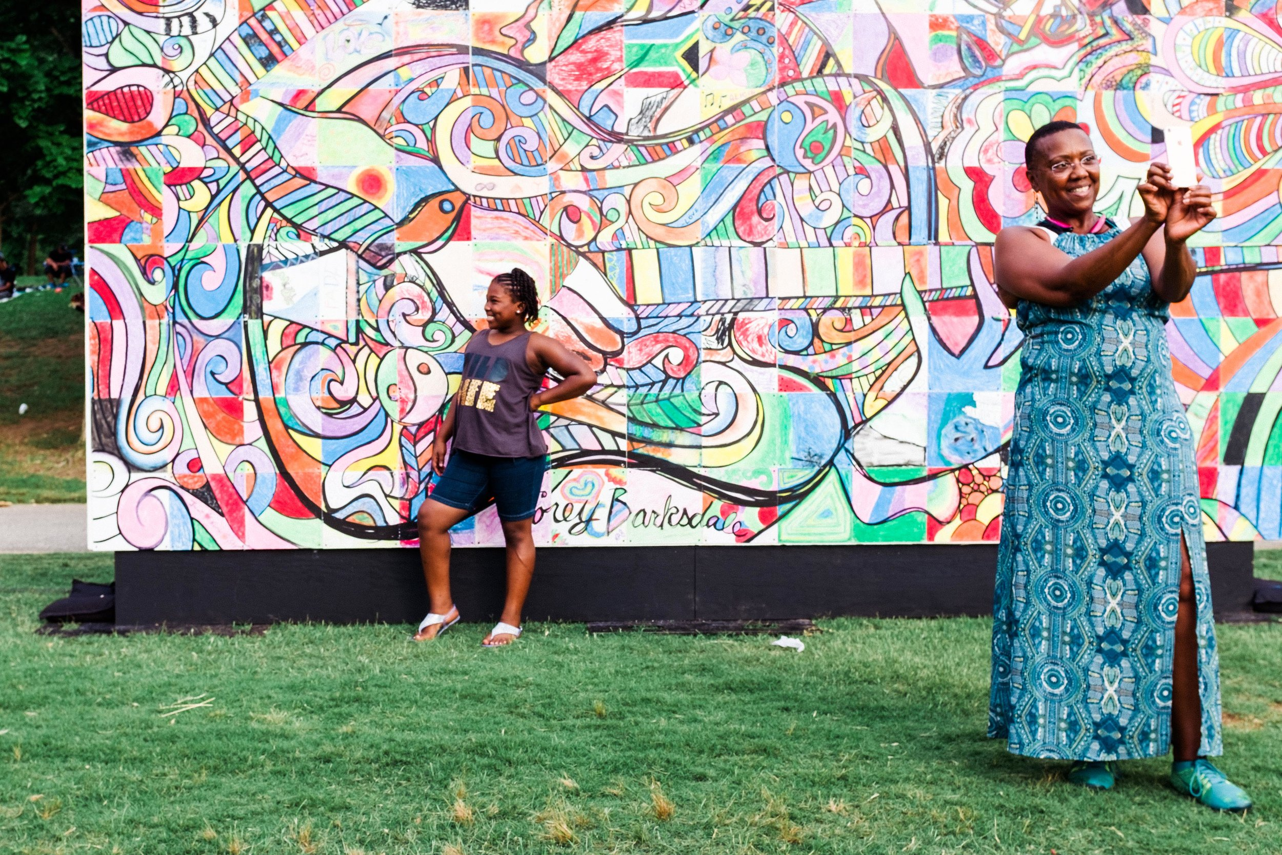 atlanta-jazz-festival-selfie-wall-women-posing