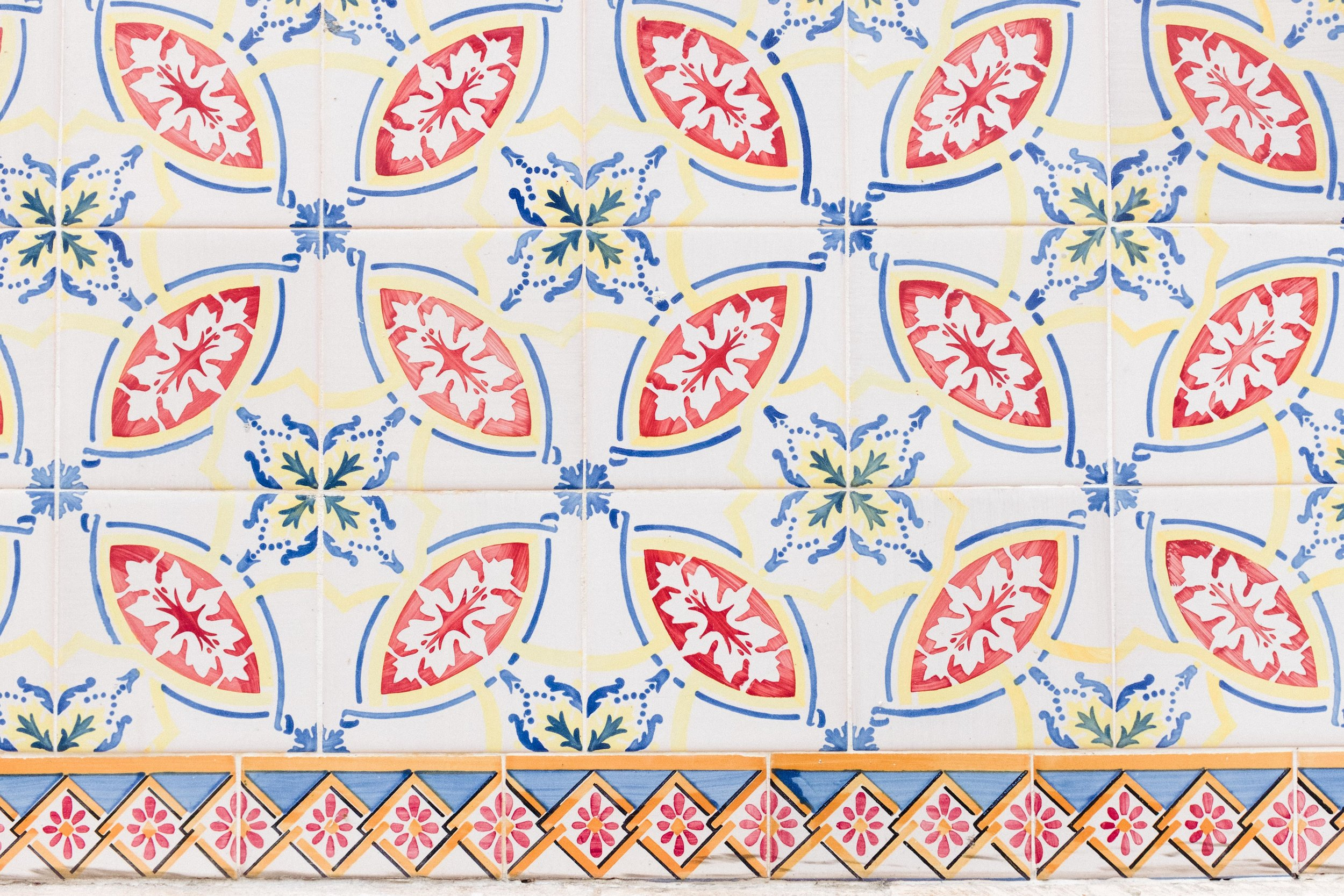 lisbon-portugal-azulejos-tiles-red-green-blue