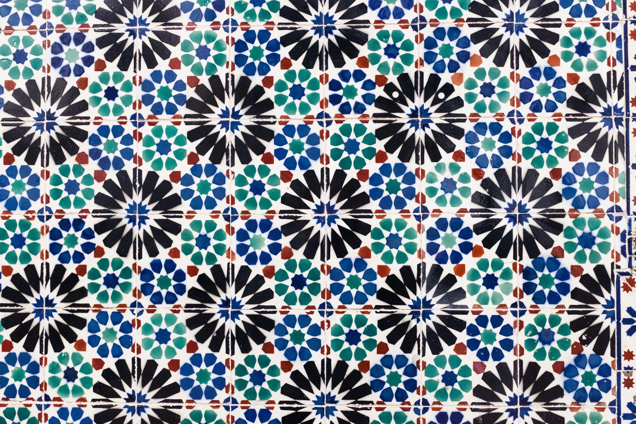 lisbon-portugal-azulejos-tiles-blue-green-black