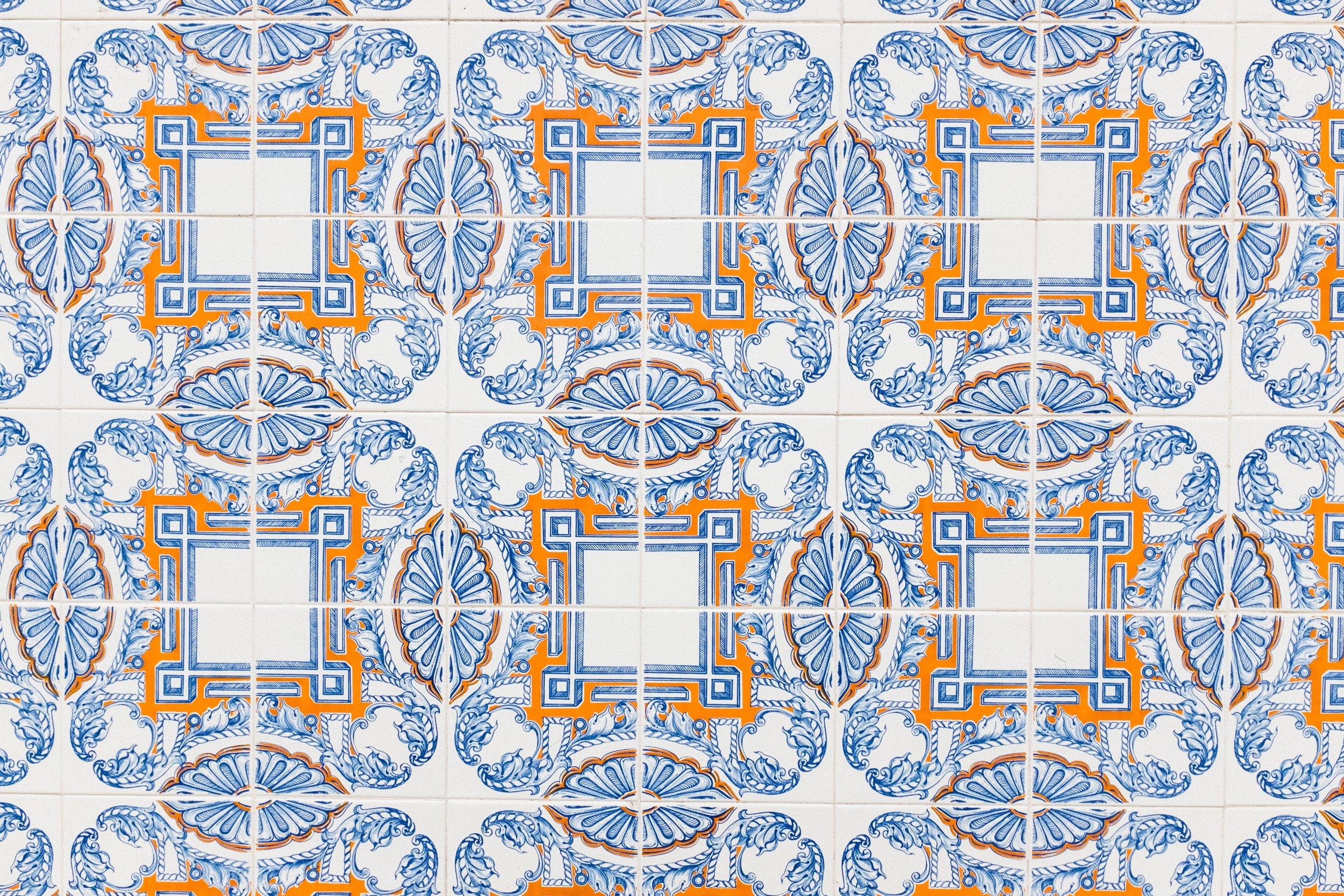 lisbon-portugal-azulejos-tiles-blue-orange-white