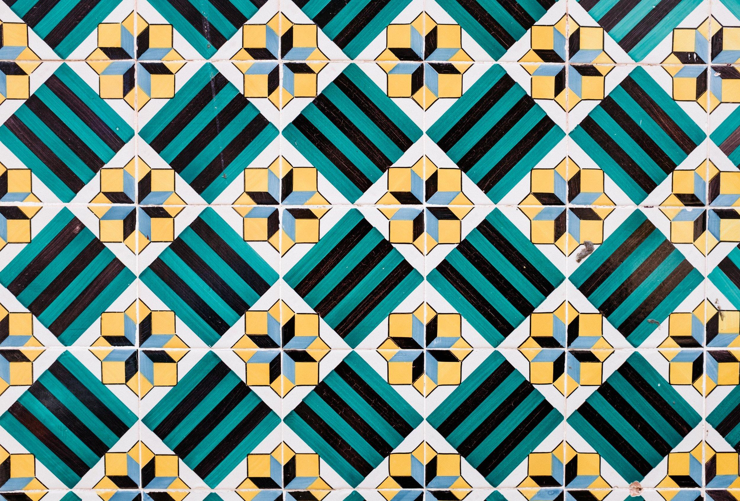 lisbon-portugal-azulejos-tiles-green-yellow-black