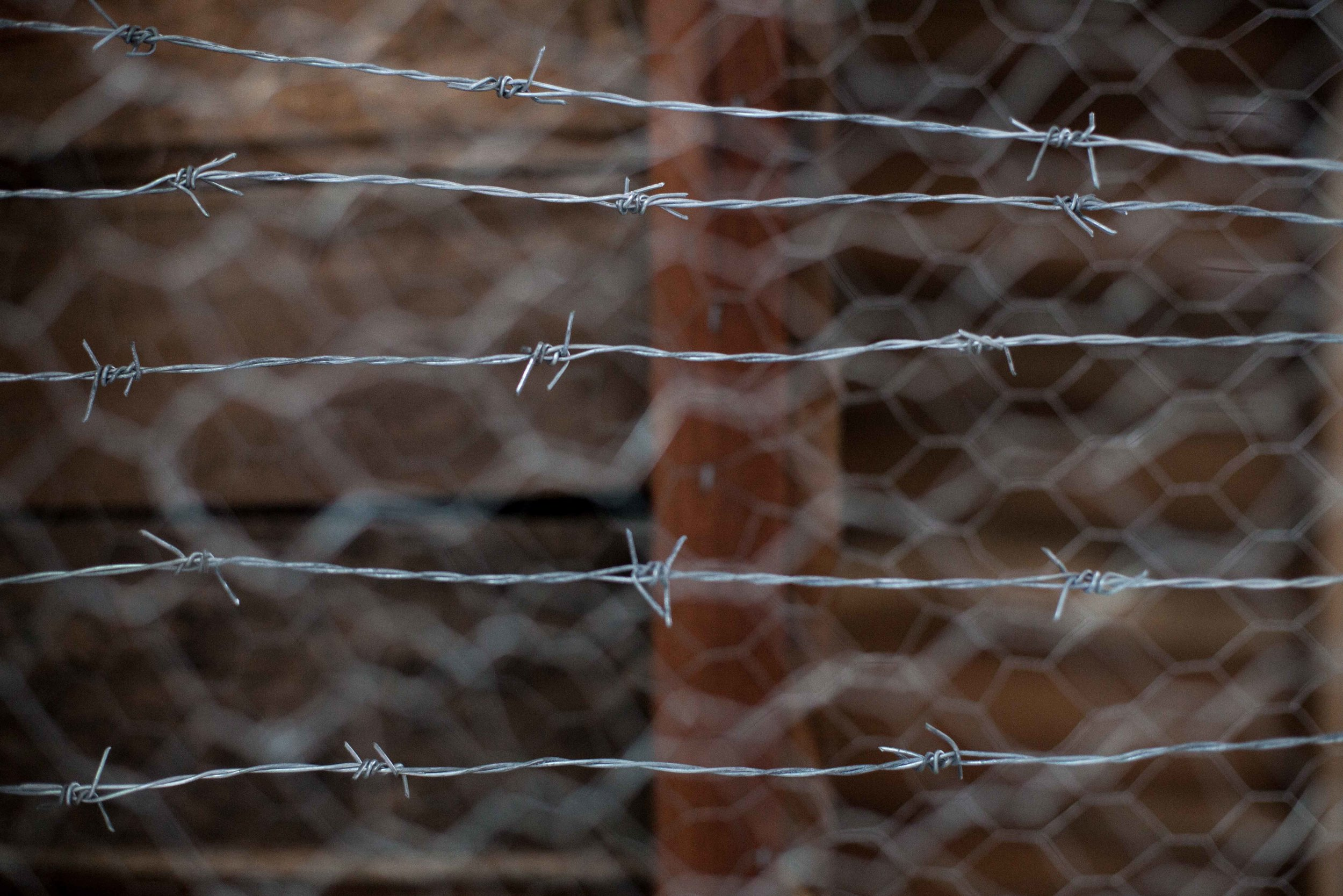 Hundreds of soldiers were kidnapped by the FARC guerrilla and they were kept herded in barbed wire cages, some of them for years. Marines Museum at the Marines Training Base (Coveñas, 2016).