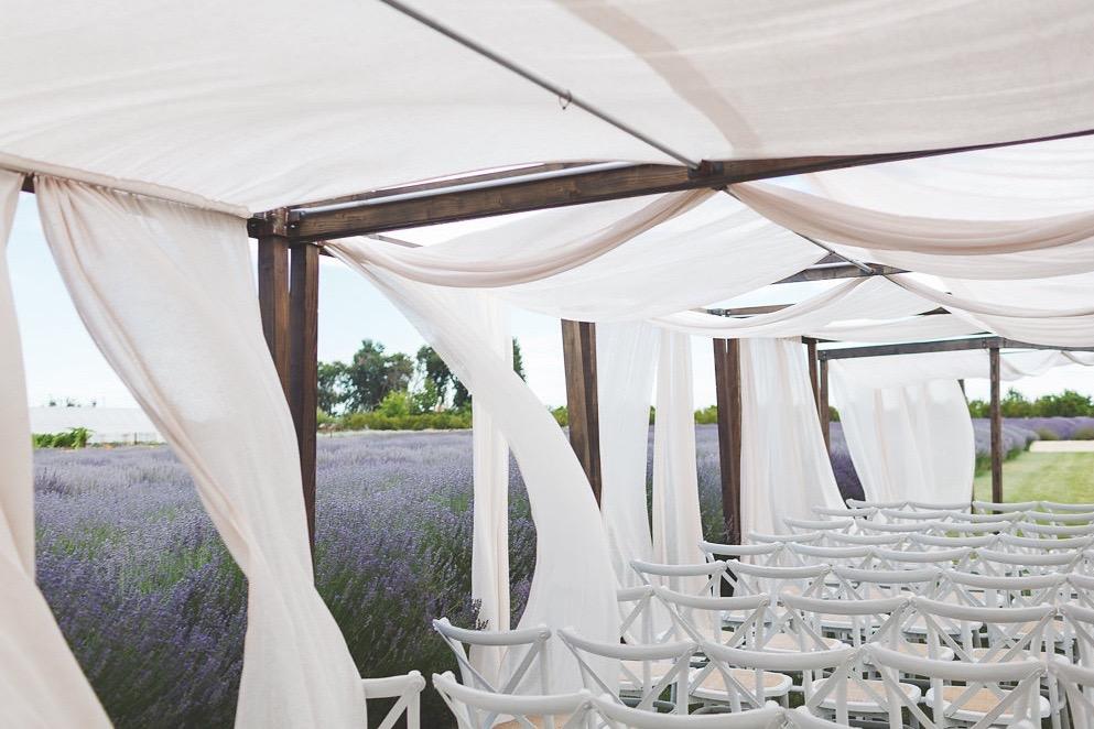 ART_JENNIFER-SKOG-romantic-outdoor-ca-bear-flag-farm-wedding-katherine-michael-0119P.jpg
