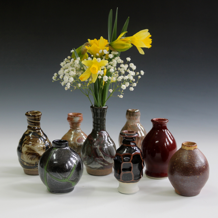 - Small vases are  great gifts for your guests.