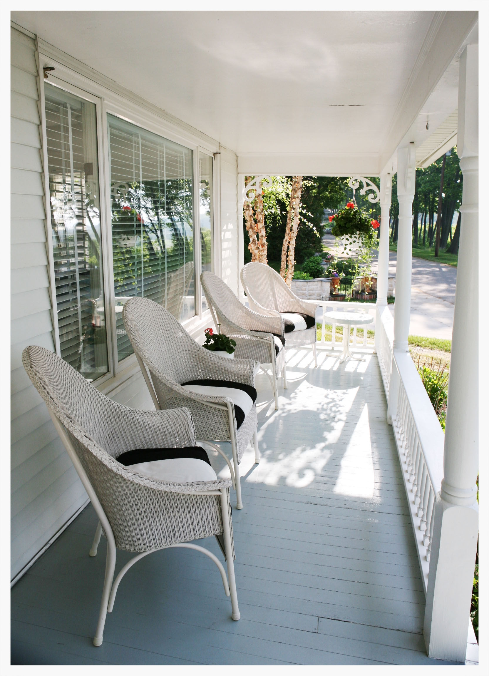 FRONT PORCH IMG_7910.jpg